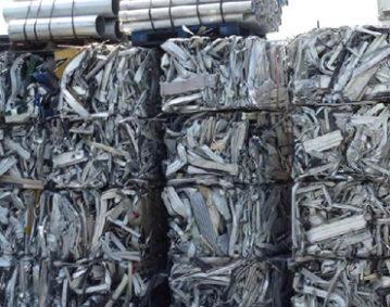 大工人全自动钢带打捆机打捆工业废料产品