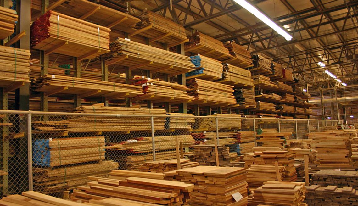 大工人全自动钢带打捆机打捆木板存放区